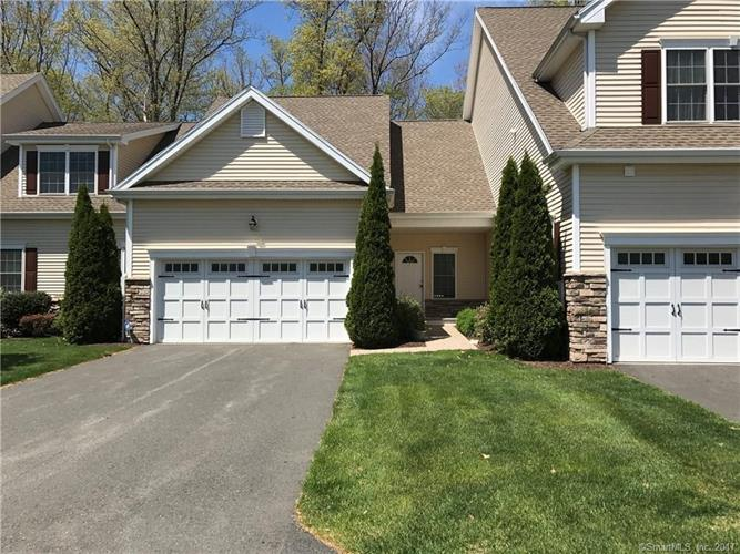 4 Brighton Park Way, Bloomfield, CT 06002