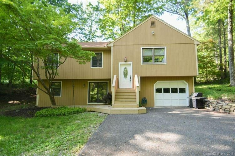46 Linda Lane, New Fairfield, CT 06812