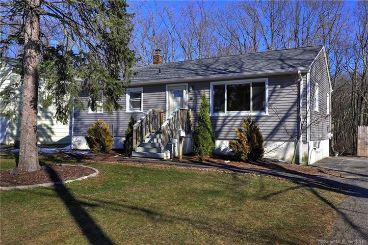 26 Baxter Lane, Milford, CT 06460