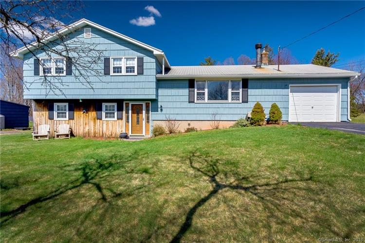 15 Royal Oak Circle, Meriden, CT 06450