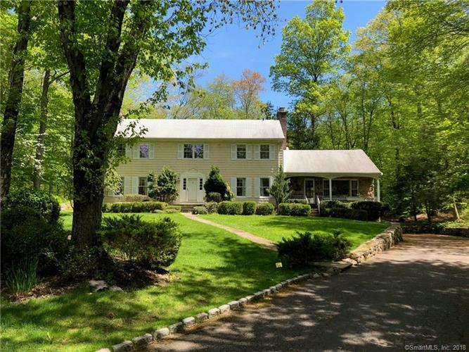 14 Hedge Brook Lane, Stamford, CT 06903