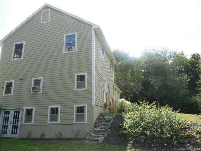 20 Narcissus Road, Middlebury, CT 06762