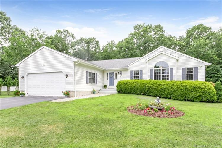 15 Taddei Court, Montville, CT 06370