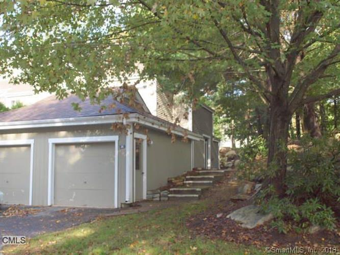38 Country Walk, Shelton, CT 06484