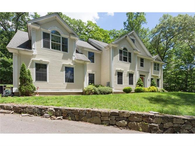 9 Still Hollow Place, Ridgefield, CT 06877