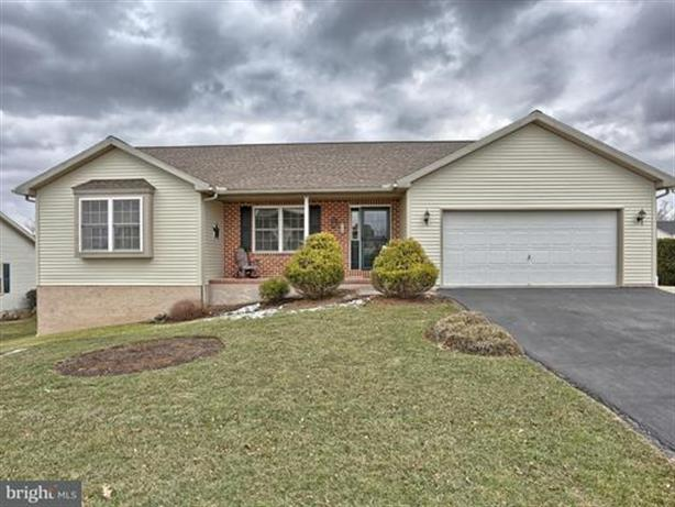 8 LINDA LANE, Richland, PA 17087