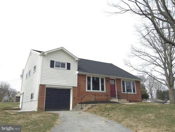 2759 VALLEY DRIVE, Lancaster, PA 17603