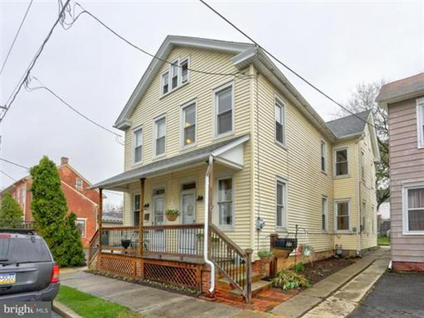 27 E LINCOLN AVENUE, Lititz, PA 17543