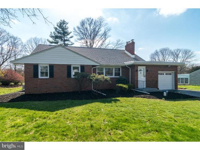 5 CLOVER HILL CIRCLE, Ewing, NJ 08638