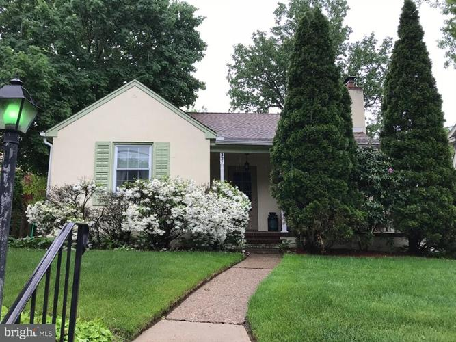 327 W BURLINGTON STREET, Bordentown, NJ 08505