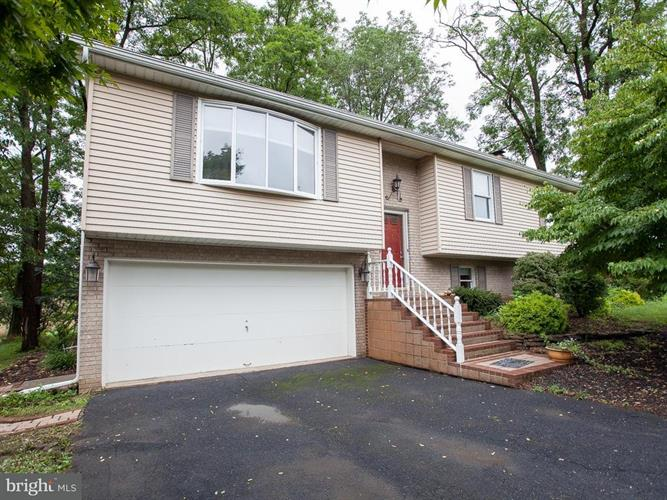 4924 JANELLE DRIVE, Harrisburg, PA 17112