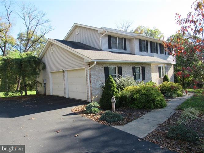 27 CHESTNUT RIDGE CIRCLE, Easton, PA 18042