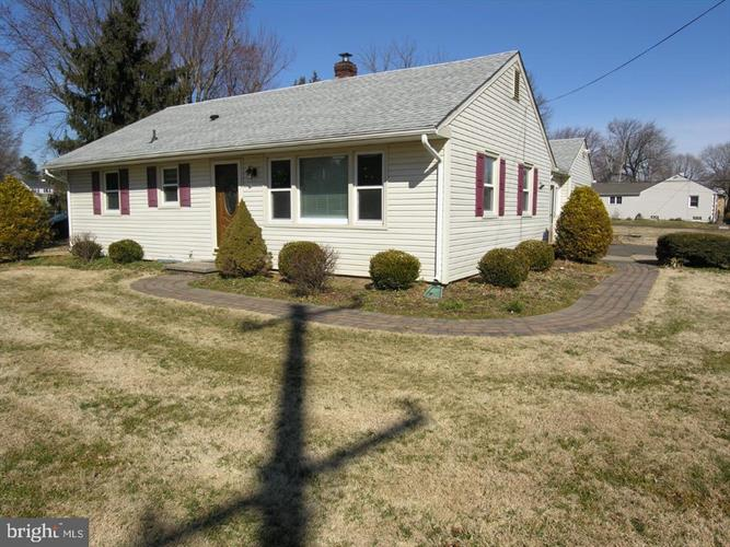 208 ST. LEONARDS RD, Holland, PA 18966 - Image 1