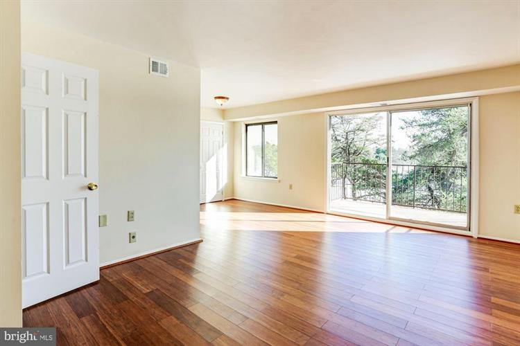 125 R CLUBHOUSE DRIVE SW, Leesburg, VA 20175 - Image 2
