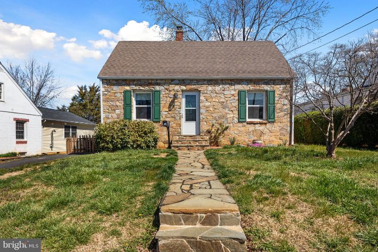 355 W 10TH STREET, Front Royal, VA 22630 - Image 1