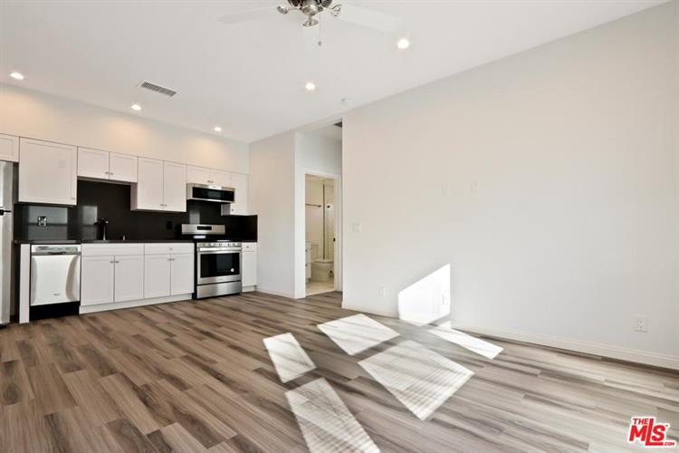 848 N SYCAMORE AVE, Los Angeles, CA 90038 - Image 2