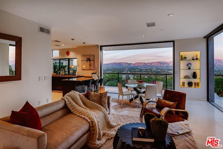 3704 SUNSWEPT DR, Studio City, CA 91604 - Image 2