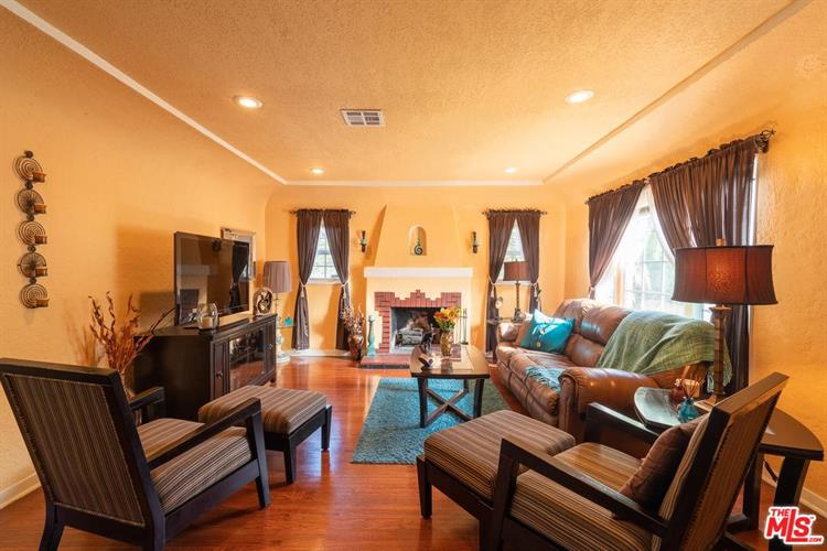1637 S CURSON AVE, Los Angeles, CA 90019 - Image 2