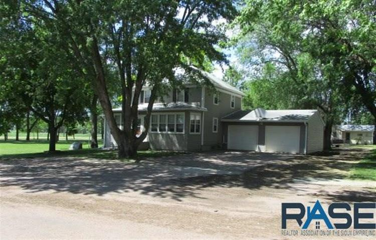 610 W Wood St, Canistota, SD 57012 - Image 1