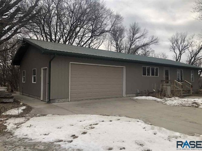 38505 Chalk Rock Rd, Wagner, SD 57380 - Image 1