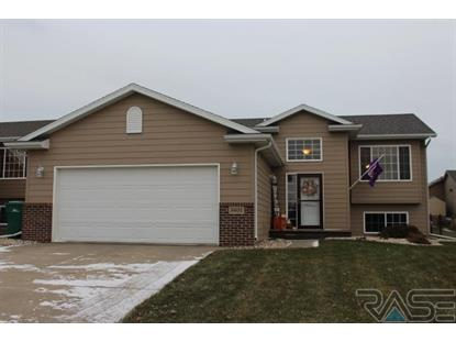 5601 W Oakcrest Dr Sioux Falls, SD MLS# 21907537