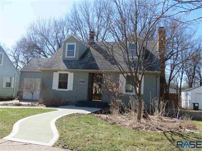 1905 S 6th Ave Sioux Falls, SD MLS# 22000099