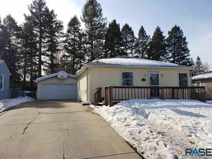 2805 E 19th St Sioux Falls, SD MLS# 22000759