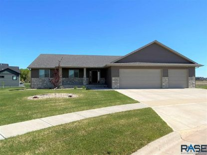 1316 W Pinewood Cir Sioux Falls, SD MLS# 22101750